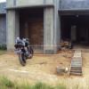 Menata Halaman Depan Garasi Rumah