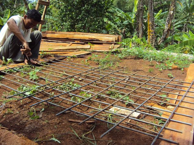 Proses-pembuatan-septic-tank-besi-tulangan