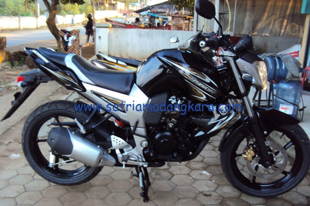 Inilah Motor Yamaha Byson Warna Hitam tunggangan saya sekarang.