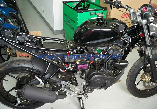 Konsumsi BBM (Bensin/Premium) Motor Byson, inilah tangki motor byson yang sebenarnya hanya menampung 12 liter BBM.