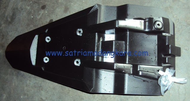 Tips Menyimpan bagian spatbor motor yamaha byson