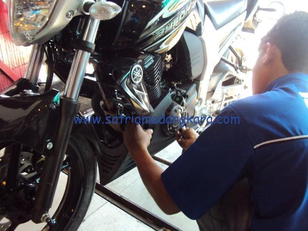 Variasi Standart Motor Yamaha Byson, Proses pemasangan Cover Engine membutuhkan 1 batang plat bolong seharga Rp 10.000,- untuk dudukan pengait baut.