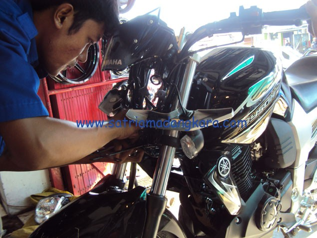 Variasi Standart Motor Yamaha Byson, Memindahkan dudukan plat motor byson