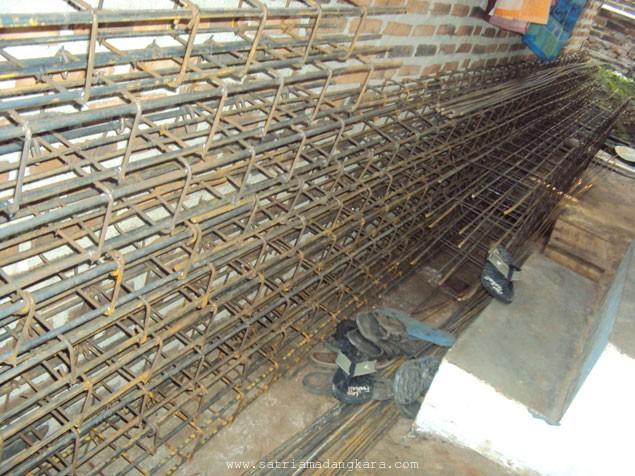 Menyiapkan Bahan Bangunan untuk Pekerjaan Sloof