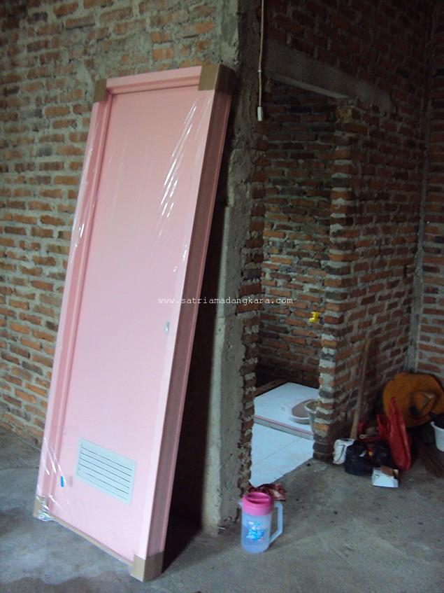 Kusen dan Daun Pintu Kamar Mandi atau WC