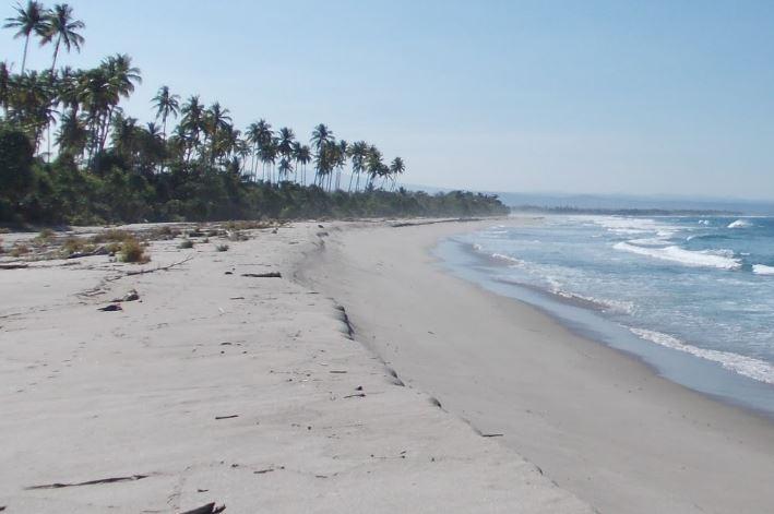 Berwisata Alam ke Pantai Pasir Putih Walur, Lampung