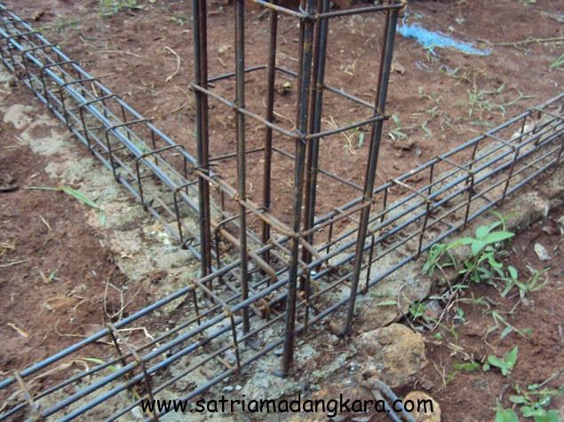 Proses Pemasangan Besi Tulangan Sloof dan Kolom